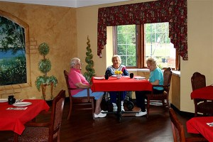Photo-Main-Dining-Room-with-3-Ladies_600x400