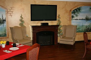 Photo-Main-Dining-Room-with-Fireplace_600x400